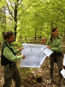Δασολόγοι του τοπικού γραφείου της Γαλλικής Δασικής Υπηρεσίας εξηγούν την εξέλιξη των δασών στο Luberon